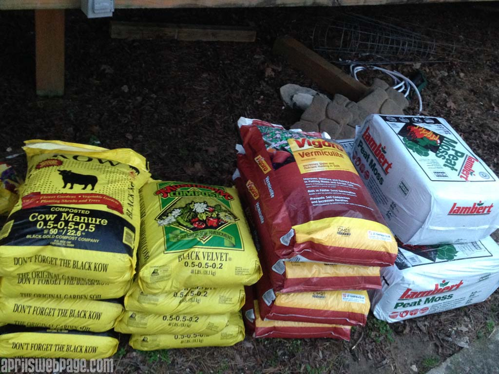 Mel's Mix: peat moss, vermiculite, & compost